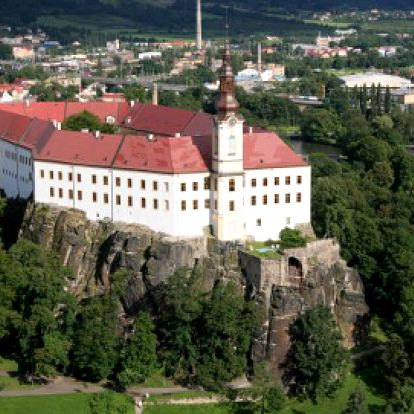 Vzhůru na zámek Děčín! 40 Kč místo 70 Kč za vstupenku do kouzelných prostor zámku včetně konírny! Vezměte blízké a vyrazte za historií!