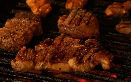 JÍDLO O TŘECH CHODECH A VÍNO PRO DVA v luxusní restauraci Apropos jen za 550Kč! Ochutnejte Balkánskou tomatovou polévku s máslovými noky nebo šopský salát, měkký steak z Uruguayské roštěné se zelenými fazolkami se slaninou a bramborou pečenou v alobalu s