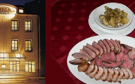 2x proscutto, 2x griltalíř plný masa s přílohou, 2x dezert !! Zážitkové menu pro dvě osoby s 52% slevou v hotelové restauraci jen za 490Kč !! Udělejte si výlet za skvělým jídlem !
