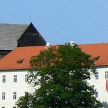 Přijeďte do Bečova nad Teplou a nechte se okouzlit krásami hradu a zámku Bečov. Nabízíme Vám 30% slevu na prohlídku s relikviářem svatého Maura