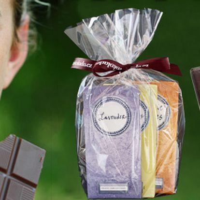 179 Kč za TŘI tabulky luxusní čokolády ROCOCO, hořká nebo mléčná varianta v dárkovém balení. Lahodné pomyšlení i skvělý dárek se slevou 56 %!