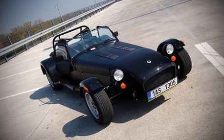 Zapůjčení výjimečného sportovního vozidla Caterham 7 Roadsport na 60 minut , původní cena 3.990,- Kč, sleva 50% = akční cena 1.990,- Kč včetně benzínu! Při nákupu 2 poukazů pronájem na celý den!