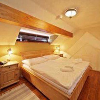 Exklusivní silvestrovský pobyt v Novém Městě na Moravě pro 2 osoby za 5820 Kč!! Zažijte úžasný pobyt v Hotelu Horní Dvůr!! Šestichodové menu s výkladem kuchaře, láhev kvalitního šampaňského, 2x noc ve stylovém ubytování, 2x snídaně!!!