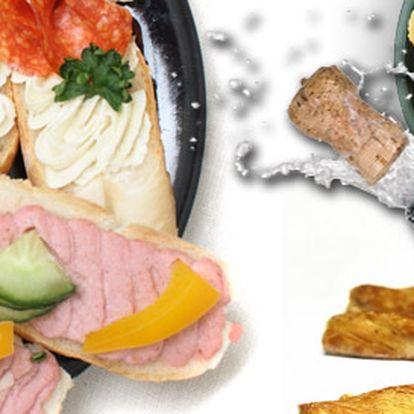 199 Kč za silvestrovské karaoke a chlebíčkobraní v restaurantu Hotelový dům. Oslava konce roku plná zábavy a občerstvení se slevou 55 %!