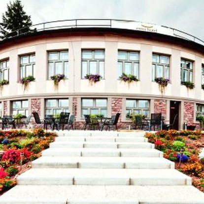 Rodinný wellness hotel v srdci Brd – 3 nebo 6 dní v pro 2 osoby s polopenzí, vstup do solné jeskyně nebo infrasauny. Půlhodinová masáž pro oba, až 40% slevy na hotelové služby