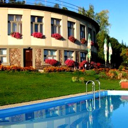 3* wellness hotel na venkově – 3 nebo 6 dní pro 2 osoby s polopenzí, vstup do solné jeskyně nebo infrasauny, půlhodinová masáž pro oba. Až 40% slevy na hotelové služby