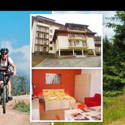 Vychutnejte si relax v srdci Beskyd! Za týdenní pobyt v luxusním apartmánu pro 2 osoby uprostřed horské přírody, dáte jen 3.990 Kč! Užijte si romantiku, výlety a klid!