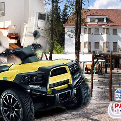 Adrenalinový víkend v Jizerských horách pro dva se snídaněmi a čtyřkolkou v Parkhotelu Smržovka.