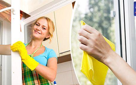 Perfektní umytí okna i s rámem a parapetem