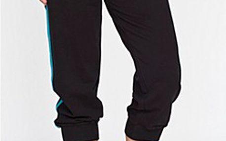 Příjemné pružné dámské kalhoty s kontrastními detaily.