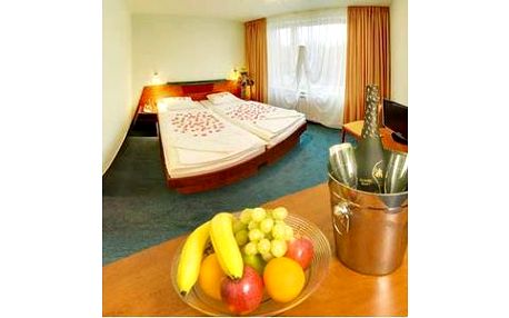 Skvělé 3 dny relaxace pro DVA vč.wellness za 2.399 Kč.V hotelu uprostřed Vysočiny strávíte dvě noci, v ceně polopenze, masáže, vstup do bazénu a láhev sektu na pokoji