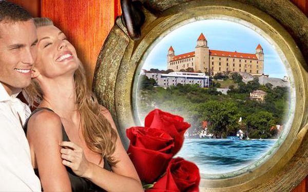 Bratislava s valentínskym pobytom v boteli na Dunaji. Romantická 4 chodová večera, sladké prekvapenie a kvet pre dámu. Ako pozornosť fľaša sektu a misa ovocia na izbe. Užite si nádherný pobyt len pre Vás dvoch!