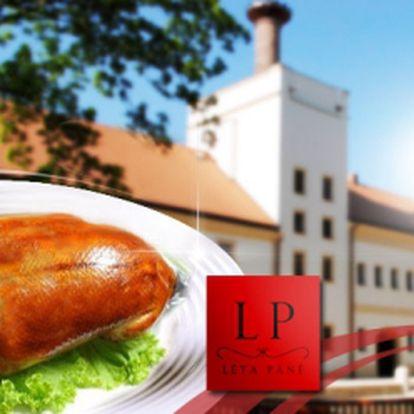 Skutečné hody! CELÁ PEČENÁ KACHNA po staročesku, variace zelí a knedlíků! To vše pro 4 osoby, se slevou 52% za úžasnou cenu 199 Kč ve vyhlášené restauraci Léta Páně!