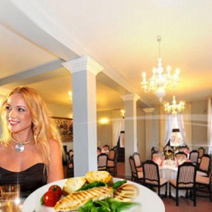 Exkluzivní ROMANTICKÁ VALENTÝNSKÁ VEČEŘE při svíčkách s živou hudbou NA ZÁMKU v Mělníku! Bohaté menu s aperitivem a kávou v luxusním prostředí jen za 750 Kč pro dva! Užijte si večer s puncem luxusu! Sleva 50%!