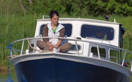 Staňte se na pár dní lodním kapitánem - plavba po Baťově kanálu na pronajaté lodi s přenocováním
