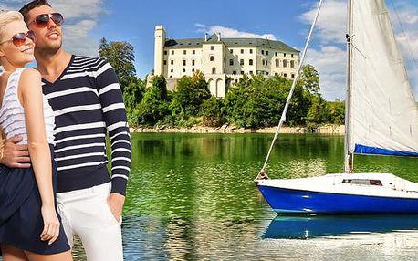 Orlík s plavbou plachetnicí a neomezeným wellness. Romantická plavba pro dva a vnitřní i venkovní bazén, vířivka, relax zóna v hotelu Orlík na břehu přehrady. Léto u vody v luxusu hotelu či honosných vil!
