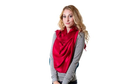 Personality červený šátek, který vás naprosto okouzlí!