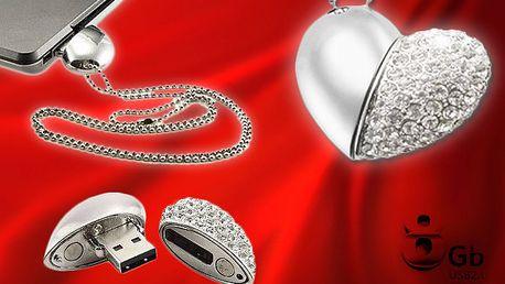 Luxusní 8GB USB flash disk - srdce osázené kamínky