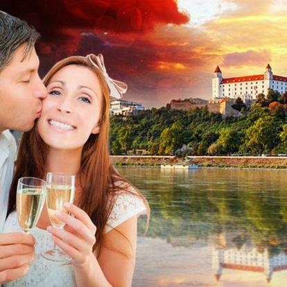 Bratislava s originální chutí Indie v botelu na Dunaji