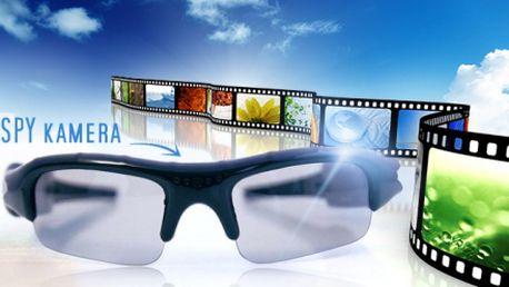 Revoluční SPY brýle s mikro HD kamerou a fotoaparátem za 599 Kč! Tyto brýle Vám umožní zachytit fotografie nebo video, které byste za normálních okolností neměli šanci pořídit. Stačí stisknout tlačítko na boku a začít nahrávat!