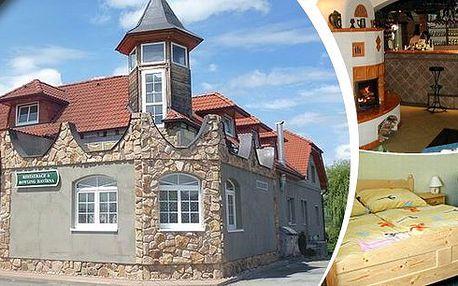 Pobyt v penzionu Havírna pro 2 osoby na 3 dny poblíž Moravského krasu s polopenzí. Romantické tříchodové večeře, moravské speciality, vynikající sudové víno a navíc bowling! Navštivte romantické hrady a zámky a pokochejte se krásnou krajinou!