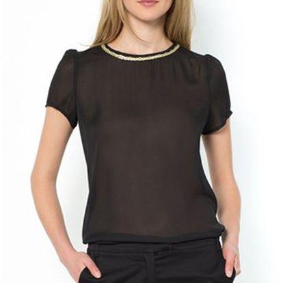 Módní dámské tričko se zdobeným výstřihem