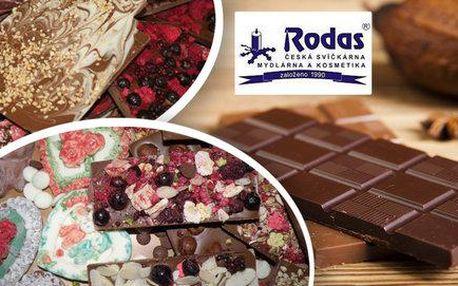 Odlévání a zdobení čokolády v provozovně Rodas