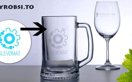 Půllitr nebo vinná sklenička s ozdobným rytím