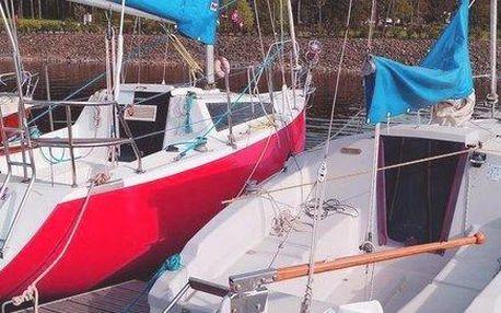 Zapůjčení kajutové plachetnice na Lipně