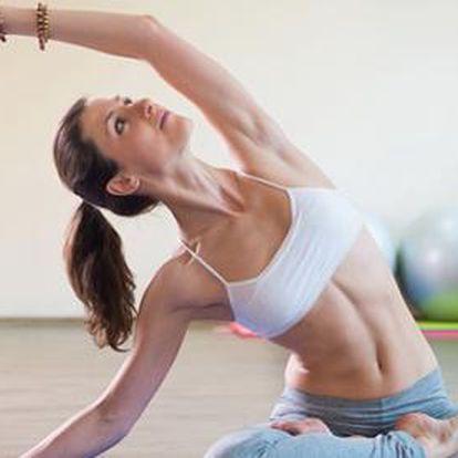 Populární Hot jóga v Domě Jógy na Vinohradech! 90 minut intenzivního cvičení ve vytopené tělocvičně.