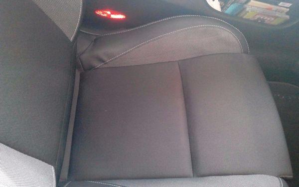 Důkladné ruční čištění interiéru vašeho vozu5