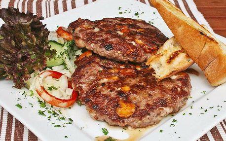 2× gurmánská pljeskavice v balkánské restauraci