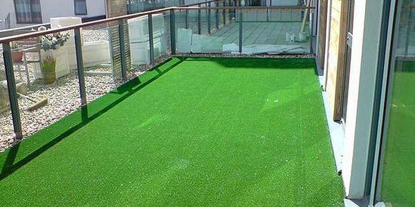 Travní koberec s nopky 133x400 cm (zelená)