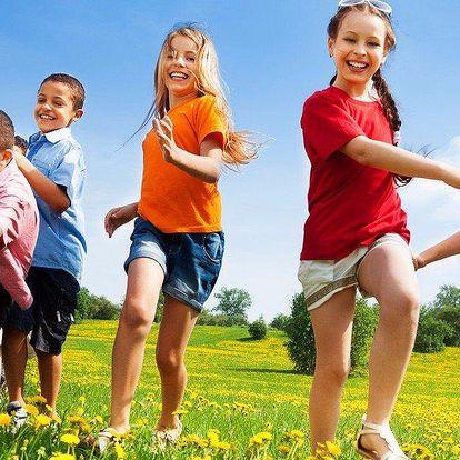 Rodinná venkovní hra v Divoké Šárce