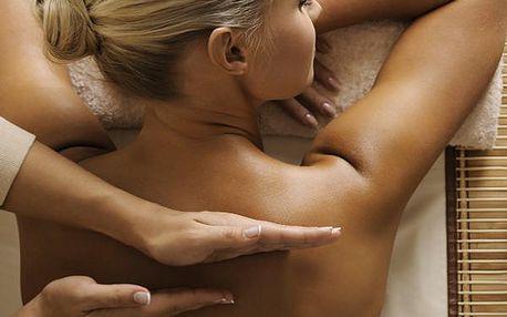 Ruční masáž zad a šíje a terapie na lékařsko-terapeutické podložce BioMat Ametyst.