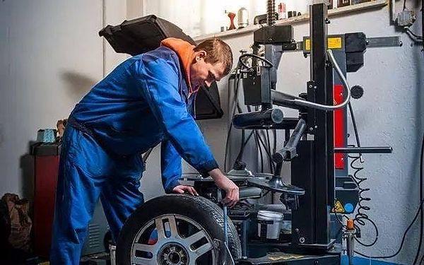 Péče o pneumatiky vašeho vozu: přehození, přezutí nebo úplný servis2