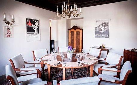 Gurmánské 3chodové menu pro dva v zámecké restauraci Monâme: polévka, hlavní chod a dezert