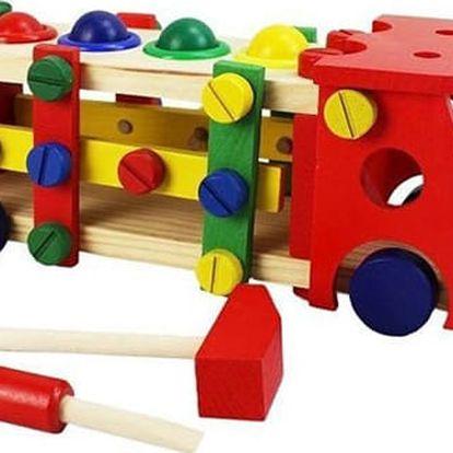 Skvělé hračky: dřevěné auto s kladívkem