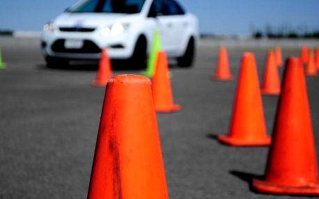 Zábavná škola smyku spojená se soutěží o nejlepšího řidiče