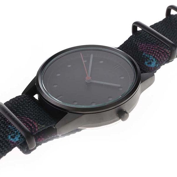 Černé pánské hodinky s textilním vzorovaným páskem HYPERGRAND3