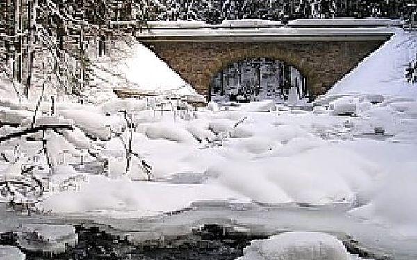 Jarní prázdniny na týden s polopenzí v Orlických horách. Pobyt vhodný pro celou rodinu v zasněžené přírodě Orlických hor. Navíc 20% sleva na skipasy. Výborná lyžařská střediska, běžecké tratě, upravené sjezdovky, to vše je zárukou kvalitní dovolené.2