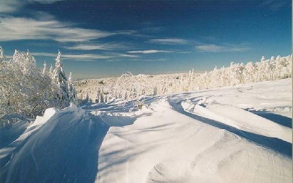 Jarní prázdniny na týden s polopenzí v Orlických horách. Pobyt vhodný pro celou rodinu v zasněžené přírodě Orlických hor. Navíc 20% sleva na skipasy. Výborná lyžařská střediska, běžecké tratě, upravené sjezdovky, to vše je zárukou kvalitní dovolené.4