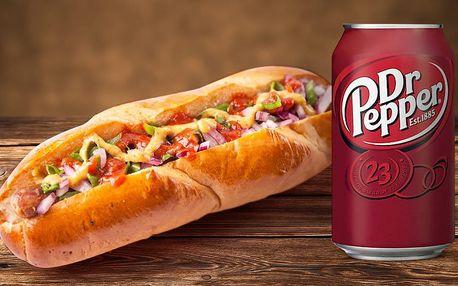 Vymazlený hot dog a plechovka limči v OKU Vačice