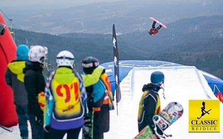 Výuka freestylu se skokem do air bagu na lyžích či snowboardu v Krkonoších