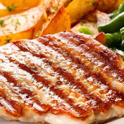 2x steak z vepřové krkovice s omáčkou a příloha