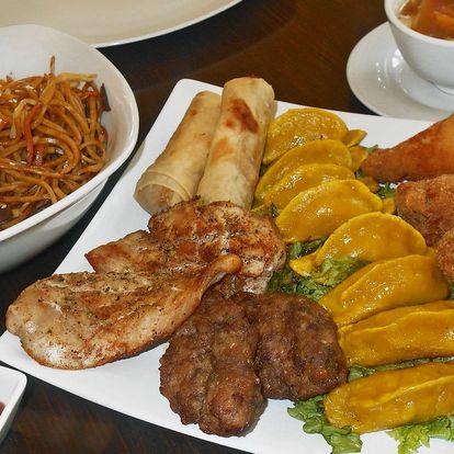 Hongkongský masový talíř a odpalované knedlíčky