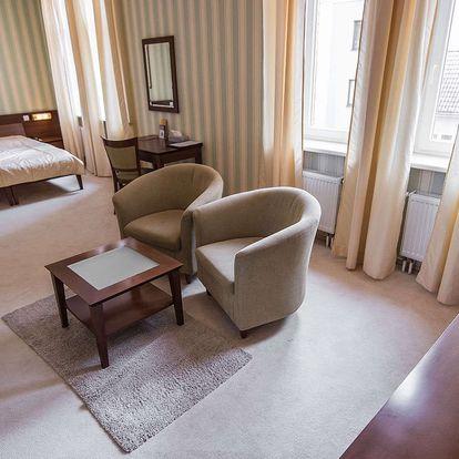 Hotel Sandor Pavillon**** v Piešťanských lázních s polopenzí, wellness a kulečníkem zdarma.