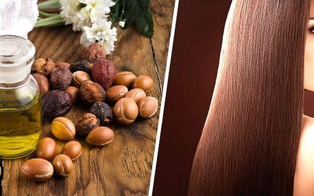 Arganový olej na vlasy i pleť jemně parfemovaný 100ml, cenný elixír. Jeho zázračné omlazující účinky zkoušejí na vlastní kůži ženy po celém světě a jejich tváře září zdravím a spokojeností. Olej pomáhá také při redukci strií i s léčbou kožních nemocí jako