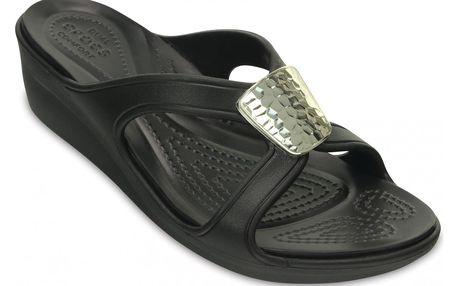Crocs dámské sandálky na klínku Sanrah Embellished Wedge Black/Silver - W7