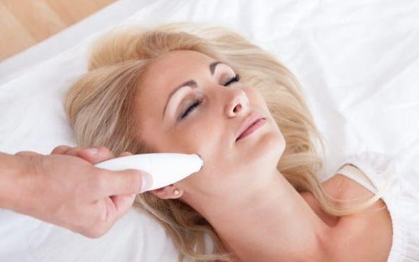 90-100min. hloubkové ošetření pleti: maska, masáž obličeje a dekoltu + možnost galvanoterapie i mezoterapie4